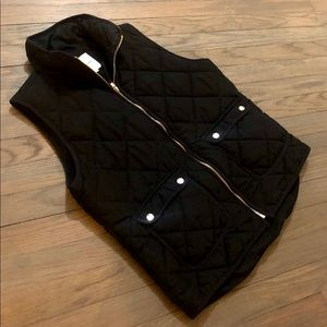 Black Puffer Vest M Thread and Supply